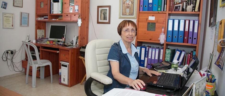 בתיה כהן במשרד