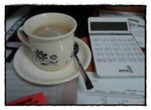 על כוס קפה במשרדי